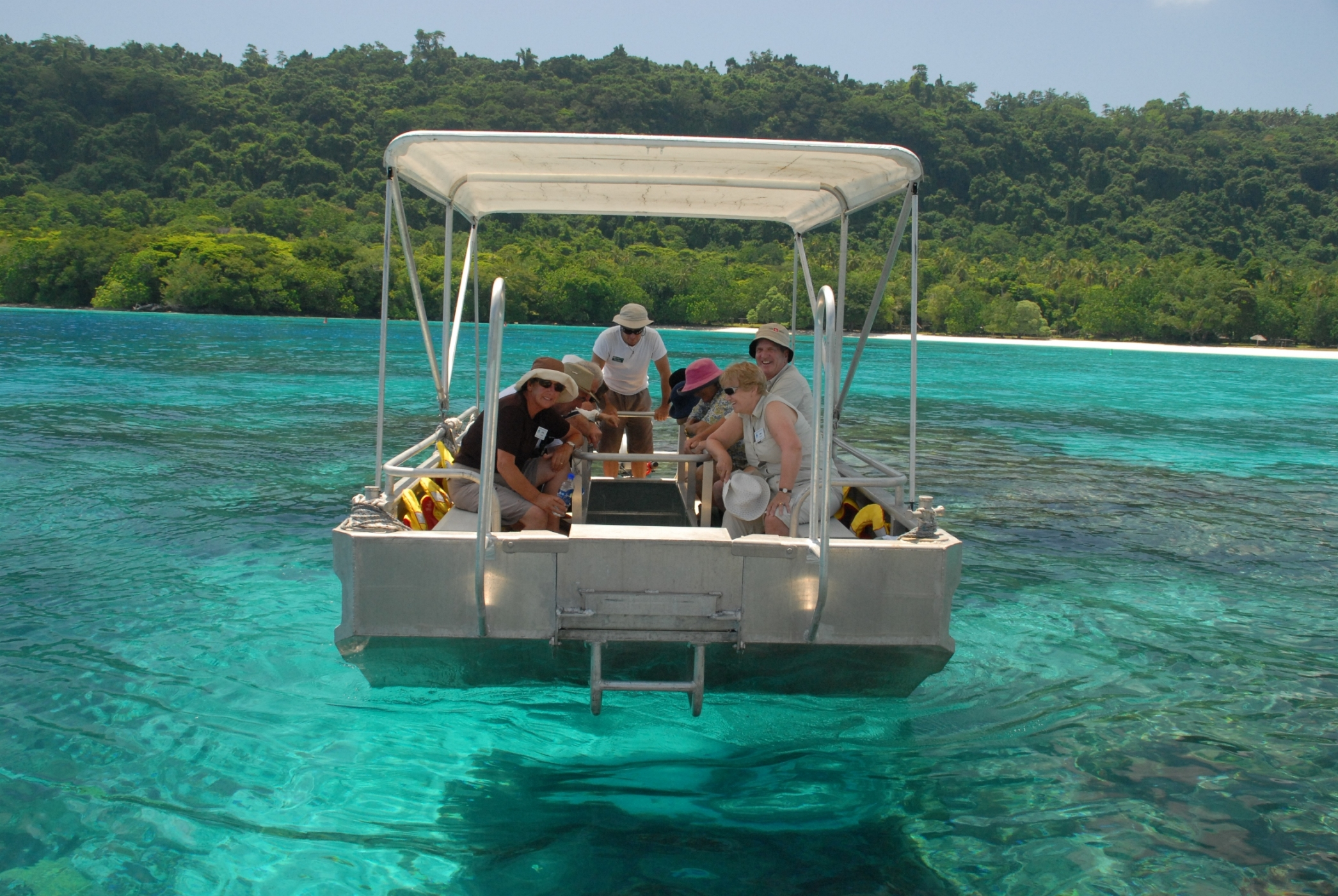 Glass-Bottom-Boat-Melanesia