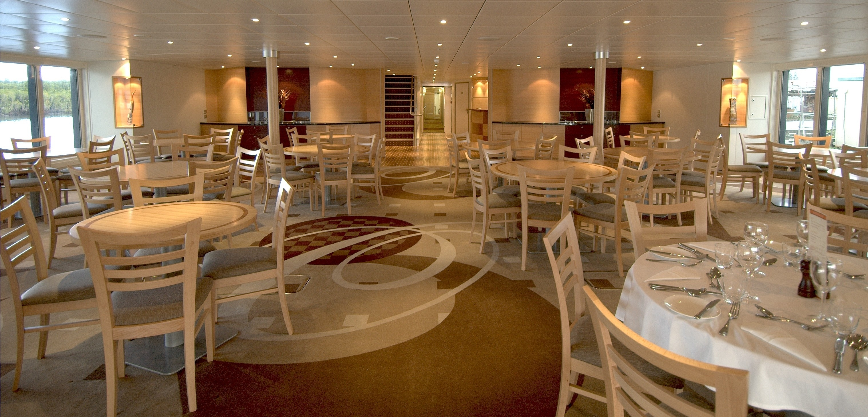 Oceanic-Discoverer-dining-room