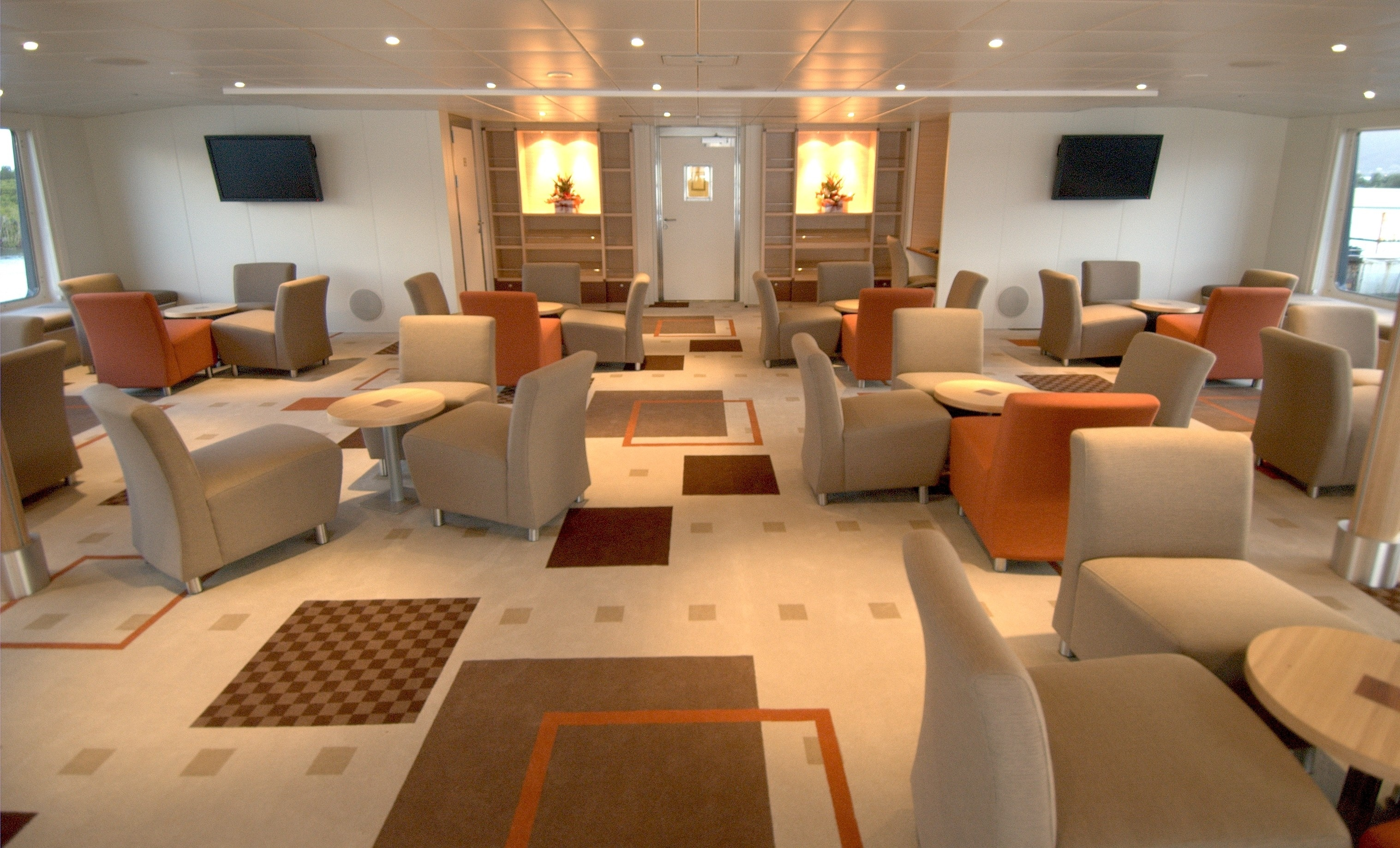 Oceanic-Discoverer-lounge