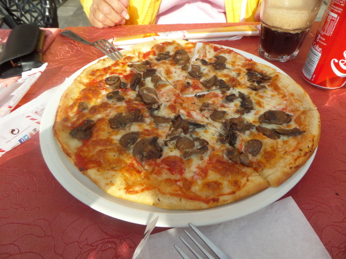 Pizza while Lost in Venice lost in venice It is Easy to Be Lost in Venice SAM 1453